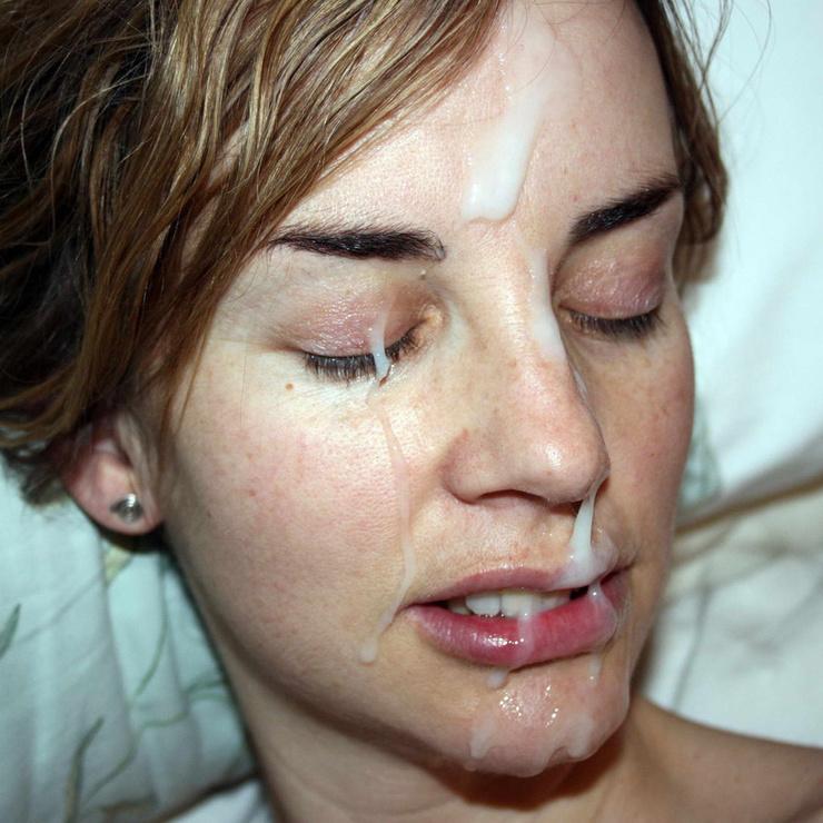 Ragazza riceve un grosso carico di sperma sul suo viso