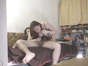 Coppia amatoriale dalla Russia fa sesso sul divano