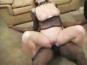 Un uomo nero fa sesso con una moglie