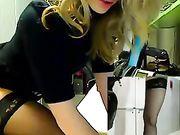 Masturbazione in ufficio con una donna sexy