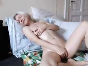 Una mamma che segretamente masturba davanti alla webcam