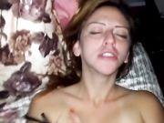 Sesso e sperma nella sua vagina con la fidanzata amatoriale